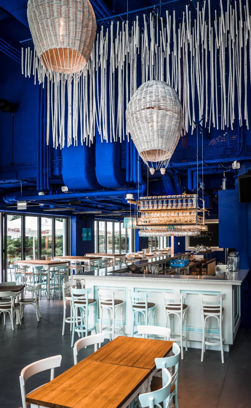 A breath of Mediterranean summer in the Warsaw Brewery. The Mykonos restaurant invites you to try Greek and Southern delicacies