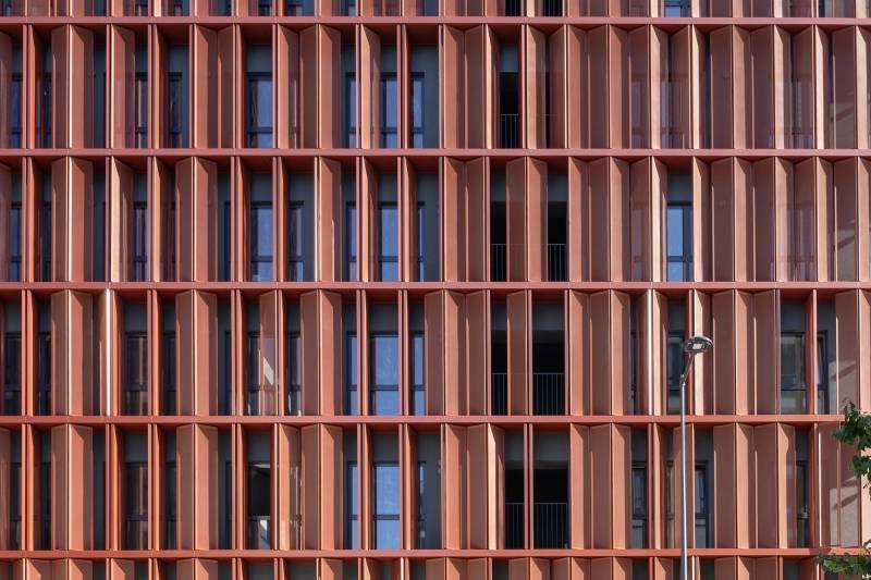 The mobile facade ofApartments ofWarzelnia isstarting toassume shape